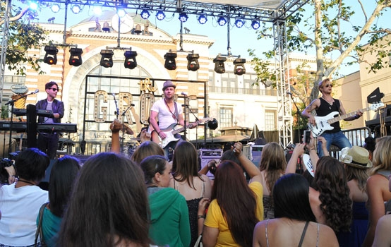 Photo Coverage: Frenchie Davis, Blake Lewis and Honor Society Perform at The Grove's Summer Concerts
