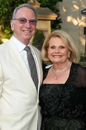 Irwin and Joan Jacobs at the 2011 Globe Gala Honoring Audrey Geisel, July 30, 2011. Photo by Carol Sonstein.