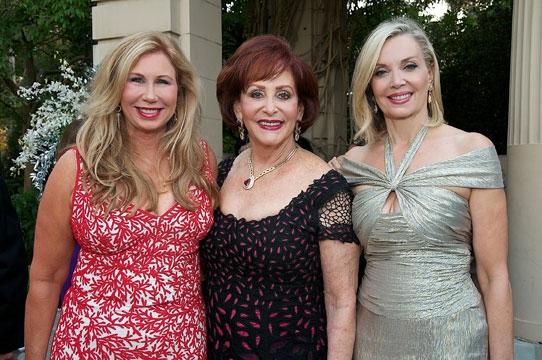 Photos: 2011 Globe Gala Honoring Audrey Geisel