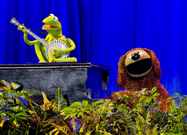 Aug. 19, 2011 - Anaheim, California, U.S. - Kermit the Frog and Rowlf perform ''The Rainbow Connection'' as a tribute to their creator, the late Jim Henson, who received a Disney Legend Award at The Anaheim Convention Center Friday...///ADDITIONAL INFO: s