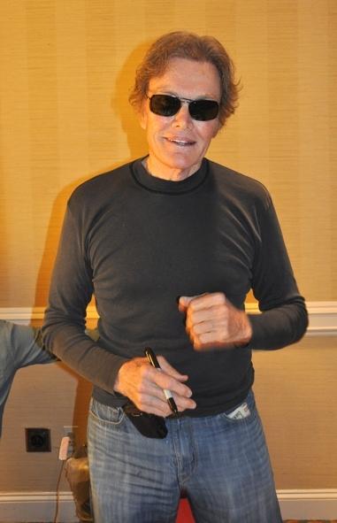 Roger Davis (Peter Bradford)