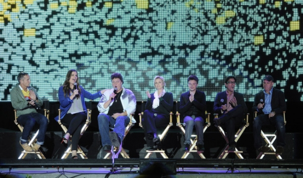 SANTA MONICA, CA - AUGUST 15: (L-R) Executive Producer Dante Di Loreto, E! Host Kristin dos Santos, Dot Marie Jones, Jane Lynch, Chris Colfer, Casting Director Robert Ulrich, and actor Mike O'Malley attend Fox's 'Glee' Sing-A-Long event at Santa Monica Hi