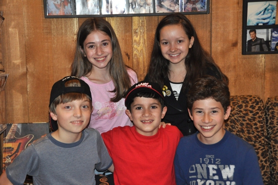 Photo Coverage: MARY POPPINS Records for 'Carols For A Cure'