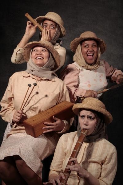 Lisa Ann Katagiri Bright and Jaime Bradner; (back left to right) Danielle Zalopany and Elexis Draine