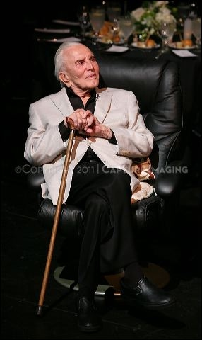Kirk Douglas speaks during the Theatre Artist Dinner
