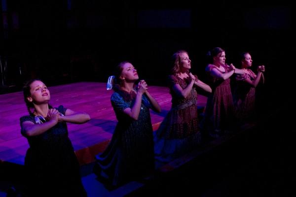 Abigail Gillan, Kristin O'Connell, Carly Kincannon, Andrea Heiden and Caitlin Burnham Photo