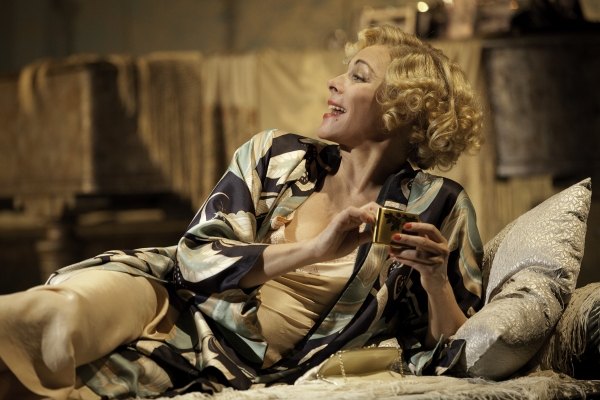 Photo Coverage: First Look at Kim Cattrall, Paul Gross in Toronto's PRIVATE LIVES!
