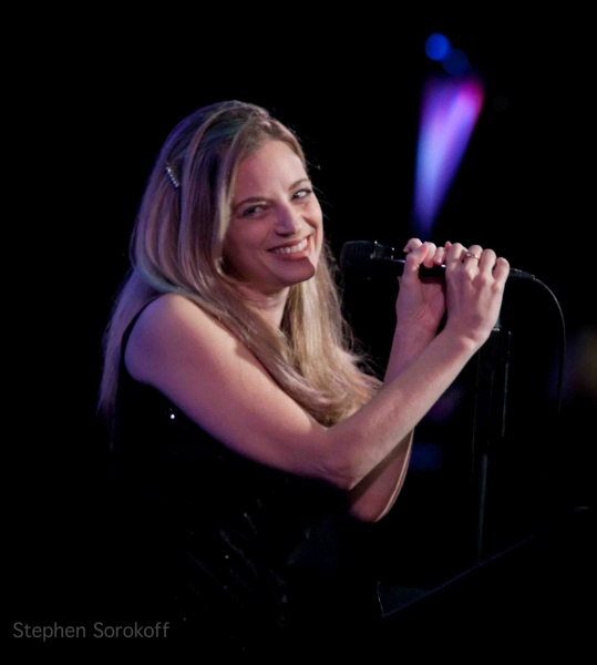 Amanda Yesnowitz at BWW Reviews: Jamie deRoy & Friends Celebrate Songwriters