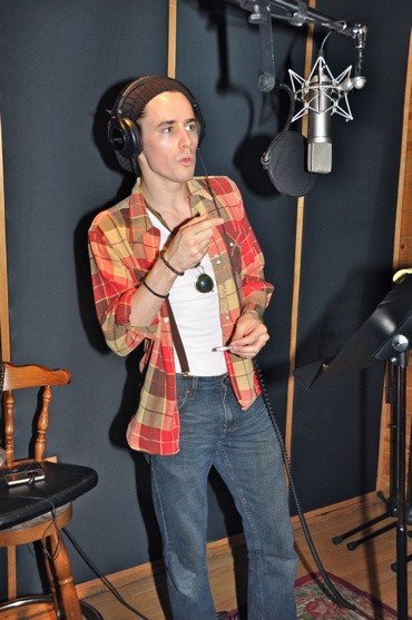 Photos: SPIDER-MAN's Reeve Carney, T.V. Carpio Sing For 'Carols for a Cure'