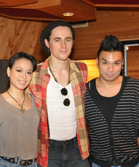 Photo Coverage: SPIDER-MAN's Reeve Carney, T.V. Carpio Sing For 'Carols for a Cure'