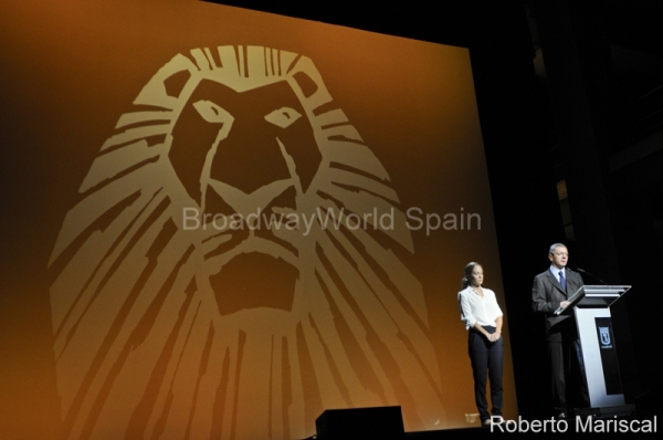 PHOTO FLASH: Madrid se ilumina en honor a El Rey León