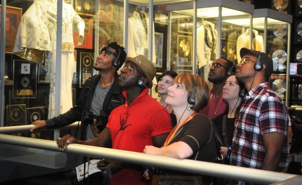 Photo Flash: MEMPHIS National Tour Visits Graceland