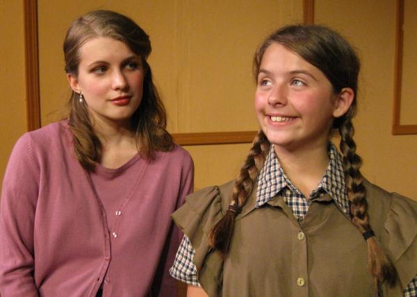 Laurel Andersen, Francesca Farina at Kentwood Players' HOLLYWOOD ARMS