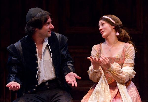 Sam Henderson (Baruch de Spinoza), Mary Tuomanen (Clara van den Eden) Photo