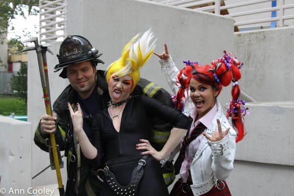 BWW BLOG EXCLUSIVE: CHIX 6 Hits Comic Con!
