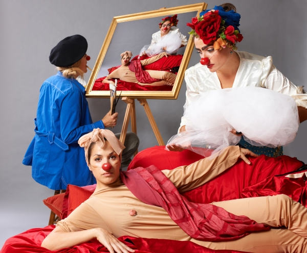 Carla Bosnjak (blue coat),  Michaela Lind (reclining nude) and Diana Lovrin
