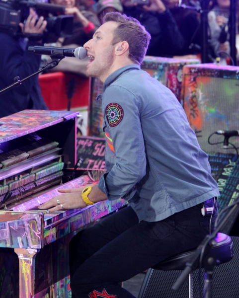 Oct. 21, 2011 - New York, New York, U.S. - Singer CHRIS MARTIN from the band 'Coldplay' performs a free concert at the 'Today' show held at Rockefeller Plaza. (Credit Image: © Nancy Kaszerman/ZUMAPRESS.com)