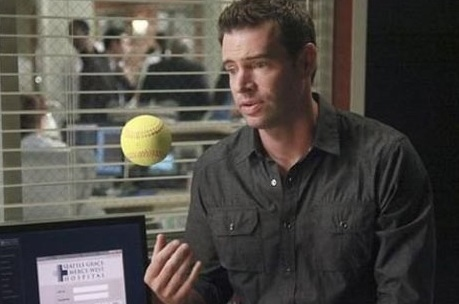 Scott Foley at GREY'S ANATOMY Plays Ball on Thursday's  Episode