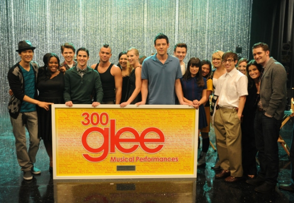 Photo Flash: GLEE Celebrates 300 Musical Performances!