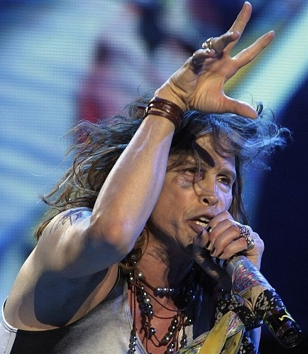 Steven Tyler at AMERICAN IDOL Judge Steven Tyler Performs After Accident