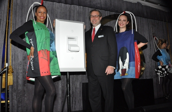 Photo Coverage: Midtown Men, Martha Wash, PRISCILLA Perform at  Bloomingdale's Holiday Window Unveiling