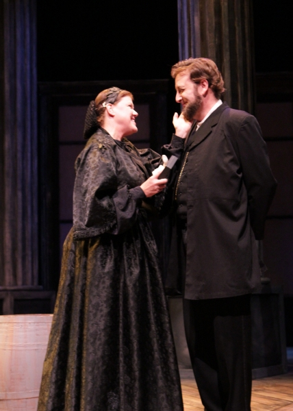 Mary Todd Lincoln (Jan Lee) and President Abraham Lincoln (Fred Wagner) in A Civil War Christmas.
