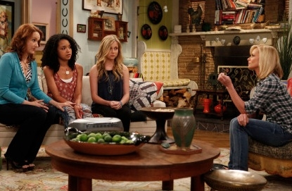 Katie Finneran, Aisha Dee, Kristi Lauren & Jaime Pressly at Photo Flash - First Look - Katie Finneran Debuts on Fox's I HATE MY TEENAGE DAUGHTER, 11/30