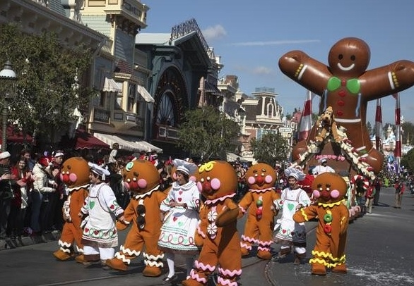 Photo Flash: First Look - Nick Cannon Hosts Disney's CHRISTMAS DAY PARADE, 12/25