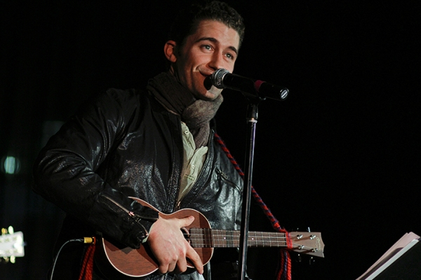 Photo Flash: Matthew Morrison Performs During HOLIDAZE HARMONY