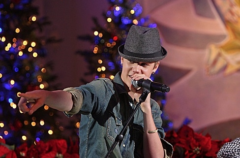 Photo Flash: Sneak Peek - CBS's HOME FOR THE HOLIDAYS WITH MARTINA McBRIDE Airing Tonight