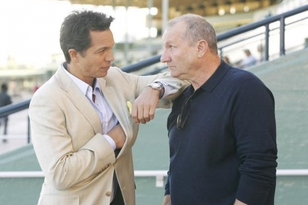 Photo Flash: Benjamin Bratt Guest Stars on ABC's MODERN FAMILY Tonight