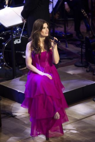 Photo Flash Idina Menzel Live Barefoot At The Symphony