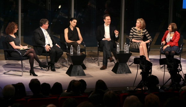 Interviewer Patricia Cohen, Writer Robert King, Julianna Margulies, Josh Charles, Chr Photo