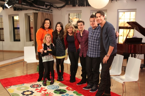 Rosie O'Donnell, daughter Vivi, Miranda Cosgrove, Jennette McCurdy, Nathan Kress, Noah Munck and Jerry Trainor