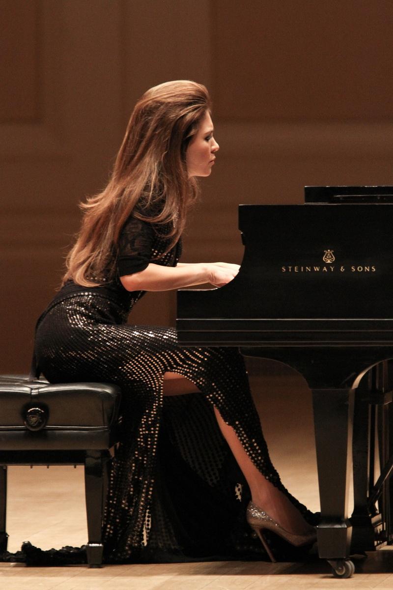 BWW Reviews: LOLA ASTANOVA Gives Stunning Tribute to Horowitz