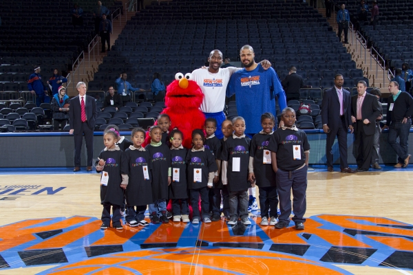 Elmo poses with Knicks' Amar'e Stoudemire, Tyson Chandler and children from Garden of Dreams Foundation