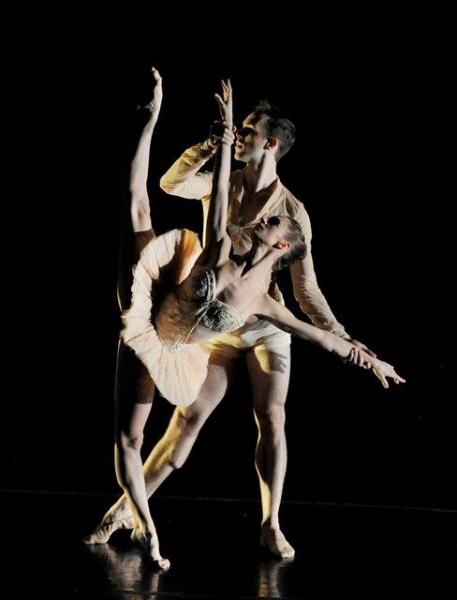 Houston Ballet's Melissa Hough & Garrett Smith In Premiere of Smith's Unseen