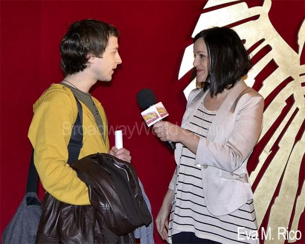 Fanny Alcazar entrevista a un aspirante