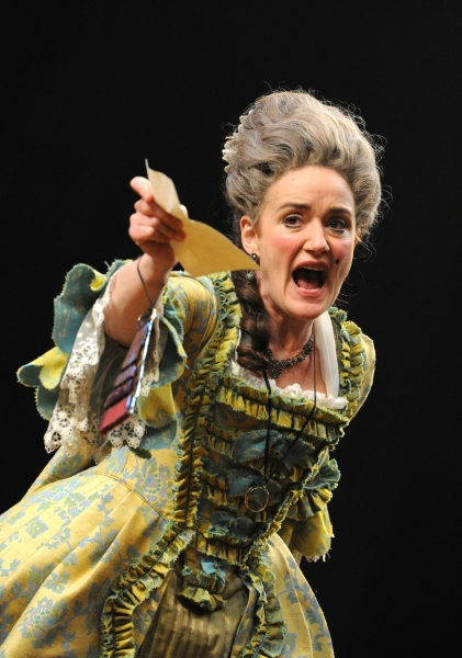 Sophie Thompson in SHE STOOPS TO CONQUER At National Theatre Photo