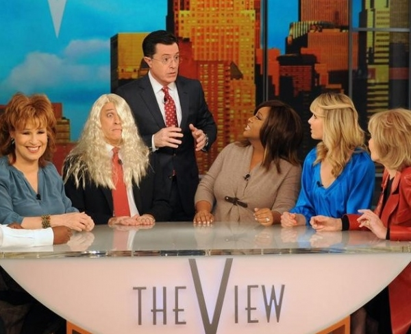 Joy Behar, Jon Stewart, Stephen Colbert, Sherri Shepherd, Elisabeth Hasselbeck & Barbara Walters at THE VIEW Hosts Appear in Colbert/Stewart Comedy Sketch