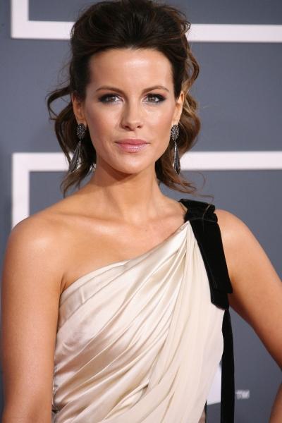 Kate Beckinsale at 2012 Grammy Awards- Red Carpet Coverage!