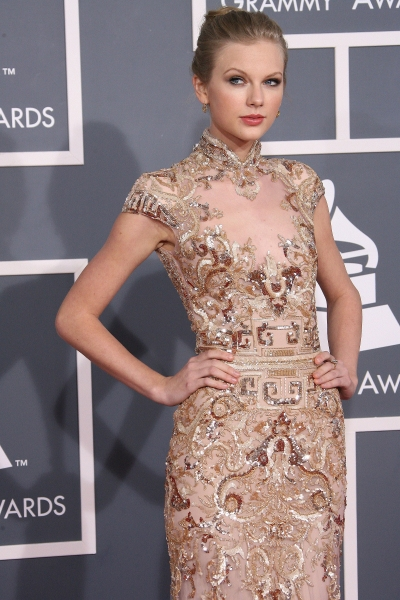 Taylor Swift at 2012 Grammy Awards- Red Carpet Coverage!