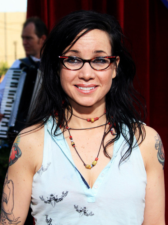 InDepth InterView: Reality Bites? Janeane Garofalo on RUSSIAN TRANSPORT, GENERAL EDUCATION, BAD PARENTS & More!
