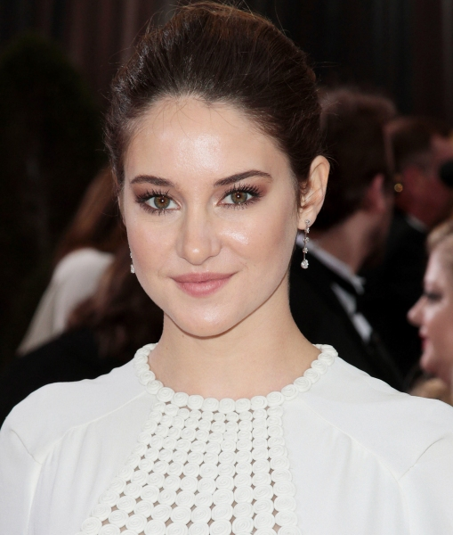 Shailene Woodley at 2012 Academy Awards - Red Carpet Part 1