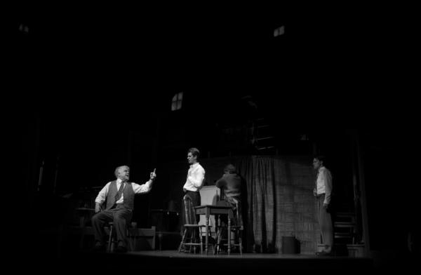 Philip Seymour Hoffman, Andrew Garfield, Linda Emond, and Finn Wittrock