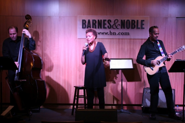 Photo Flash: Leslie Uggams Performs Live at Barnes & Noble
