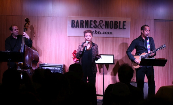 Ray Kilday, Leslie Uggams and Steve Bargonetti at Leslie Uggams Performs Live at Barnes & Noble