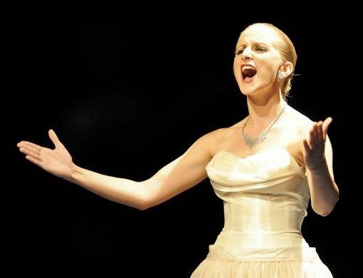 Photos: EVITA Contest - Throw Your Arms Up!