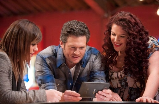 Kelly Clarkson, Blake Shelton & Erin Willet at First Look - Alanis Morissette Mentors on NBC's THE VOICE, 3/19