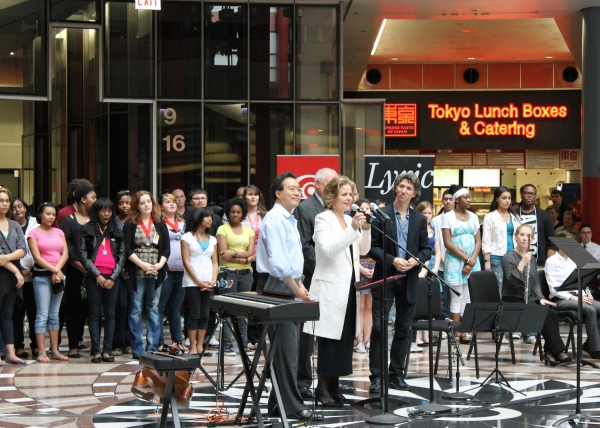 Photo Flash: Renee Fleming, Yo-Yo Ma Surprise Diners With Performance at Thompson Center